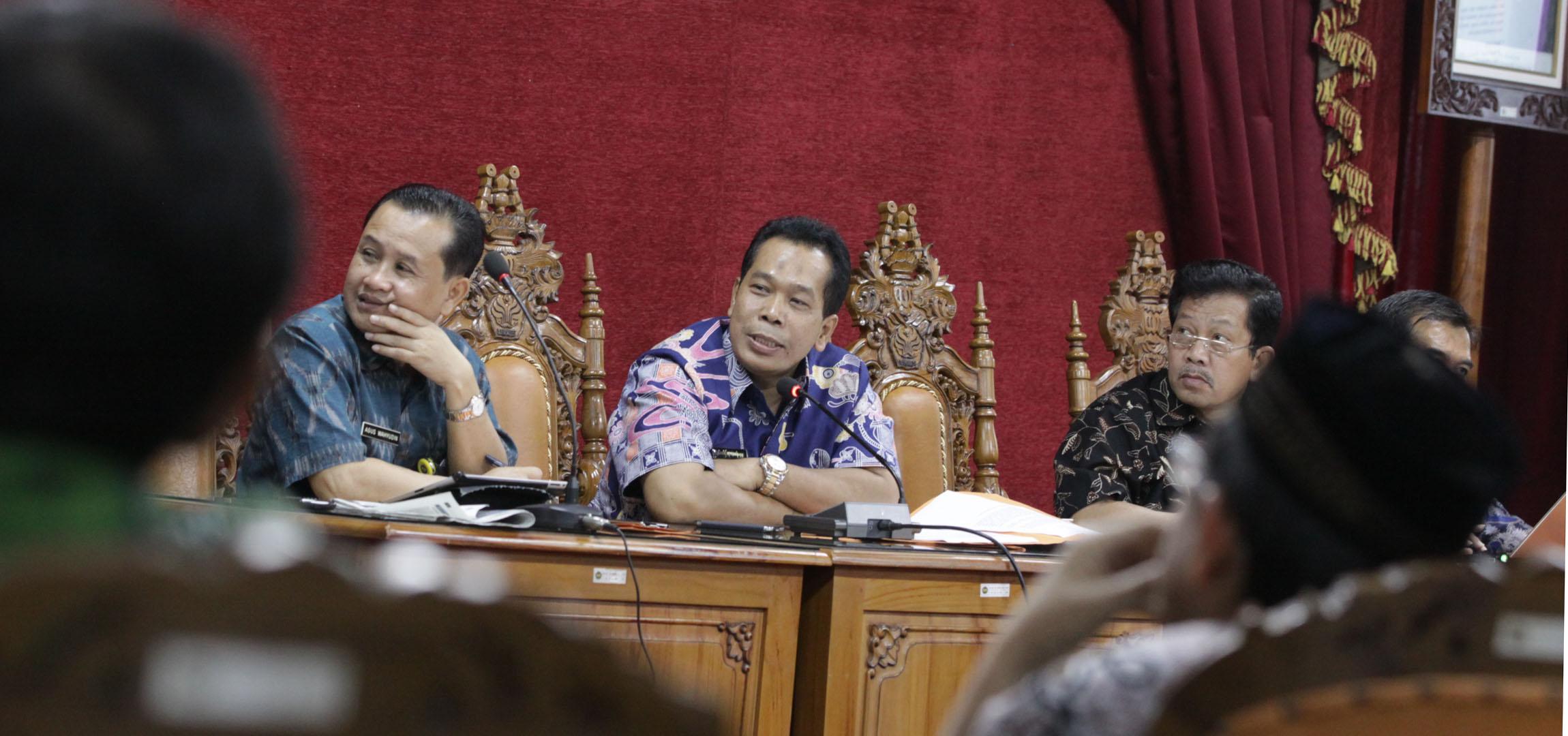 Berbahasa Jawa, Rapat Kerja Universitas pun Gayeng