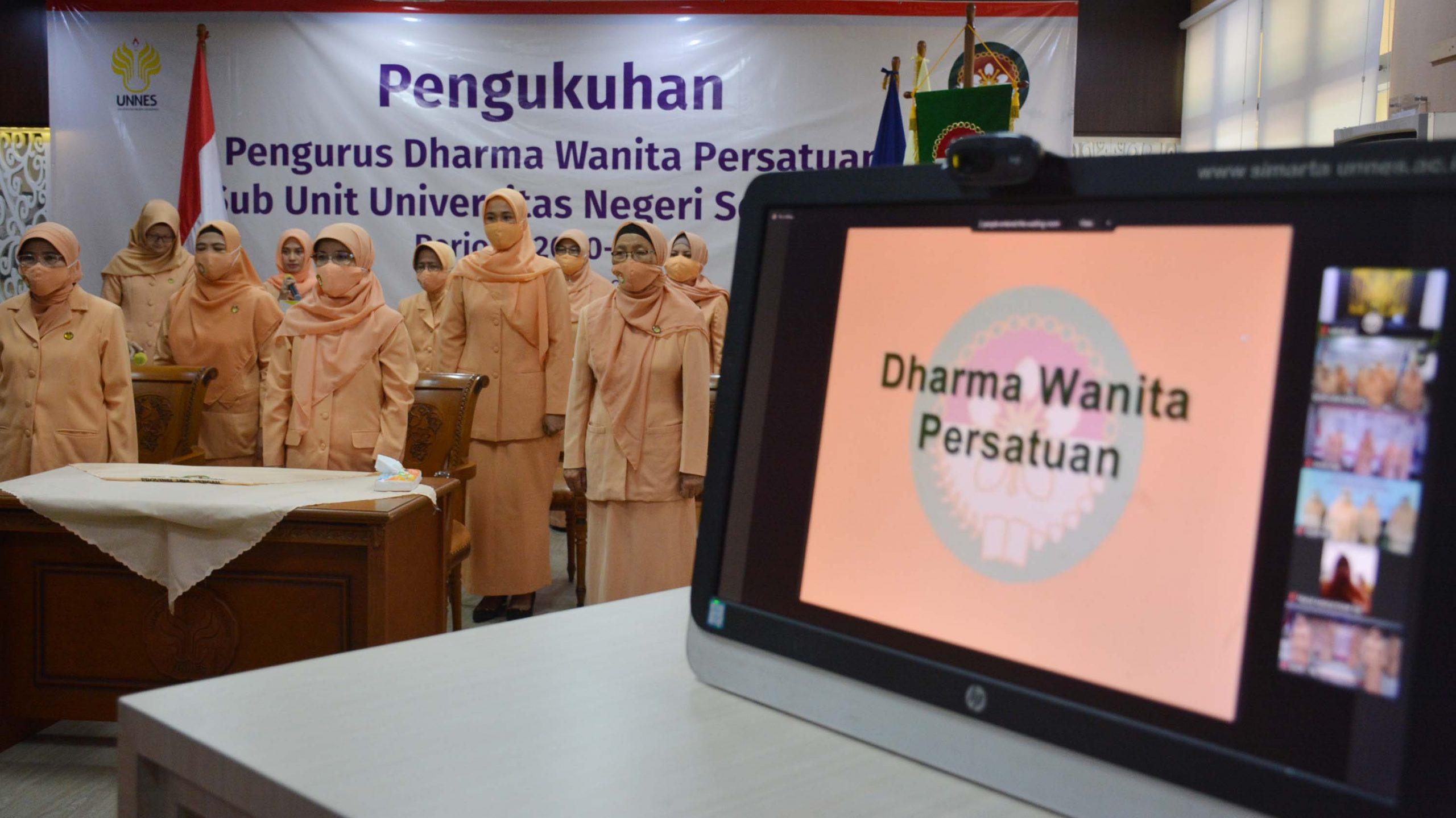 Ketua DWP  Mengukuhkan  DWP Sub Unit Di Lingkungan UNNES