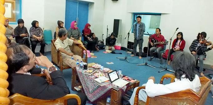 Mahasiswa FBS Unnes Turut Menyongsong Indonesia Berpuisi