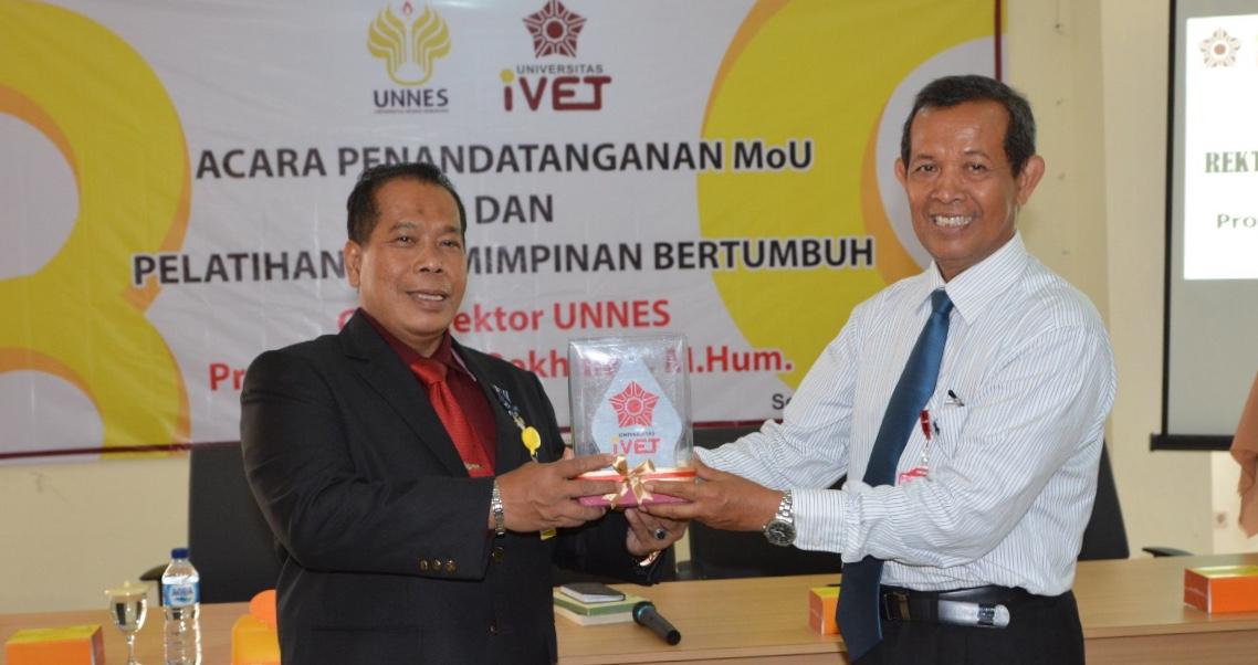 Rektor UNNES Berikan Pelatihan Kepemimpinan Bertumbuh di Universitas iVET