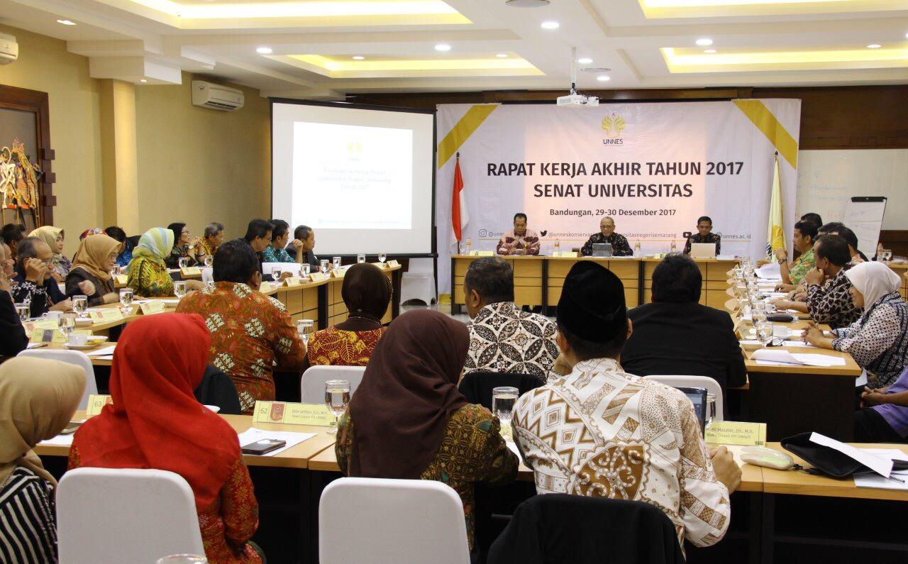 Rapat Kerja Akhir Tahun, Senat Mendukung Penuh Internasionalisasi 2018 yang Dirancang Rektor