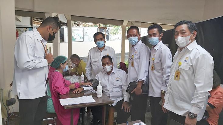 Jajaran Pimpinan UNNES Disuntik Vaksin