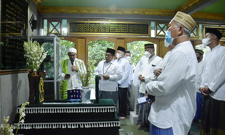 Pimpinan UNNES Kunjungi Makam Waliyullah, Habib Novel; Semoga Jadi Tradisi Baru UNNES