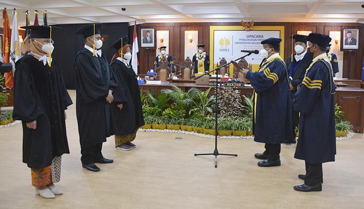 Tiga Profesor Baru UNNES Dikukuhkan, Rektor; Lahirkan Energi Akademik Baru