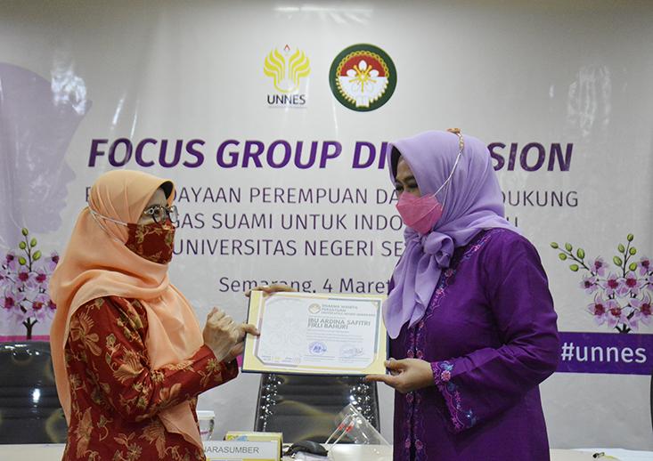 DWP UNNES Selenggarakan FGD Pemberdayaan Perempuan Dalam Mendukung Tugas Suami