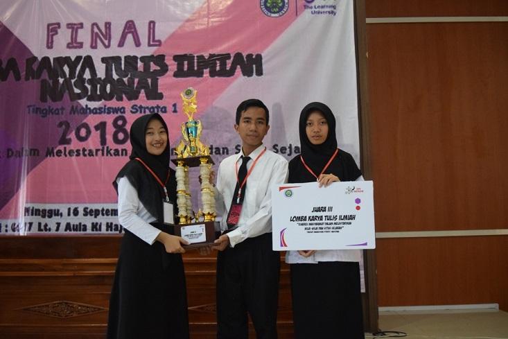 Angkat Penelitian Kota Lama Semarang, Mahasiswa UNNES Juarai LKTI Nasional di Malang