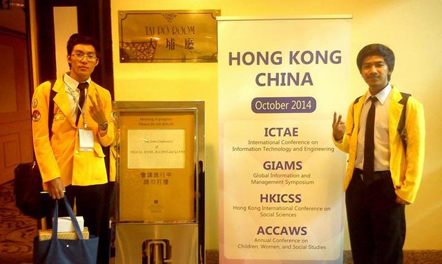 Dua Mahasiswa FE Unnes Presentasi Masalah Kedelai di Hongkong