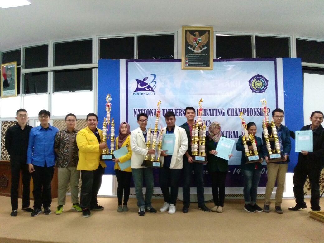 Tim Debat UNNES Pertahankan Gelar Juara I NUDC Kopertis VI