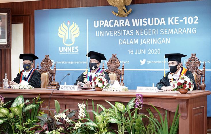 627 Wisudawan Ikuti Upacara Wisuda Secara Daring Pertama kali di UNNES