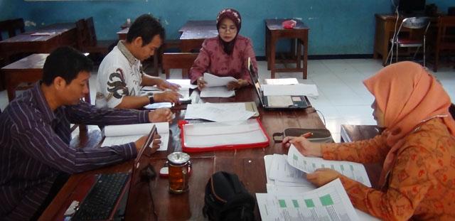 Mahasiswa PPs Unnes Praktik Supervisi