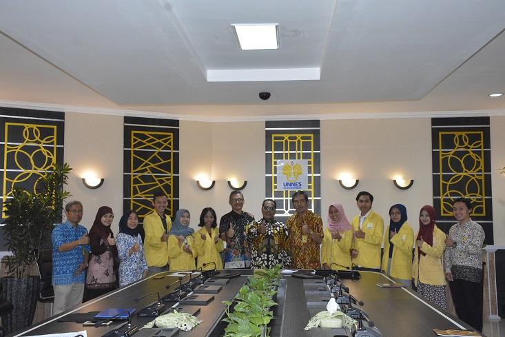 Lepas Mahasiswa Program Transfer Kredit Luar Negeri, Rektor: Kalian Duta UNNES dan Indonesia