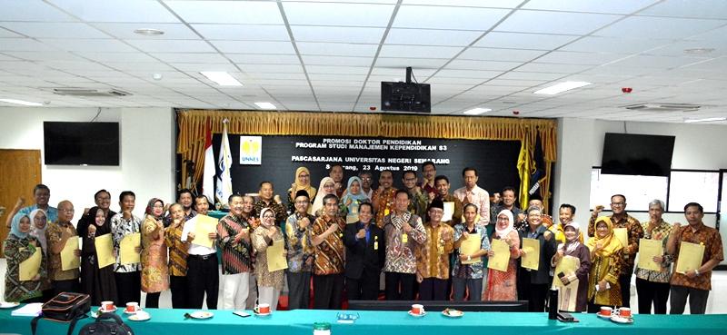 Serahkan SK Koorprodi Pascasarjana, Rektor Tekankan Amanah Menjadi Spirit Membangun Lembaga
