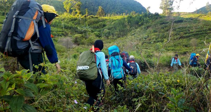 Anggota Baru Mahapala Unnes Long March ke Gedong Songo