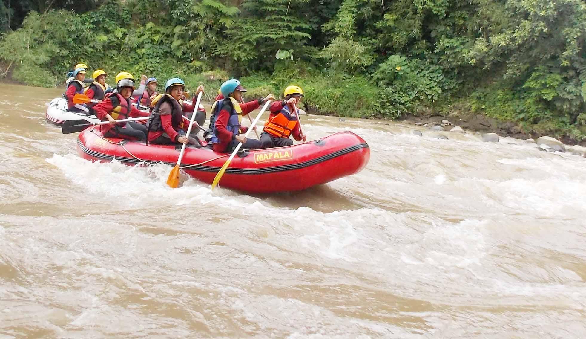 Mahapala Unnes Latihan Rafting di Sungai Progo dan Elo Magelang