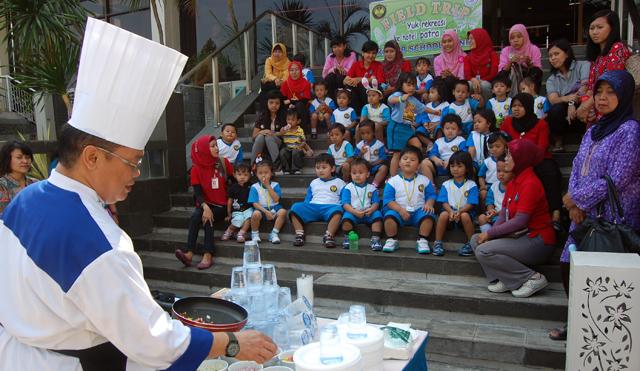 PAUD Lab School Unnes Widyawisata ke Hotel Patra Jasa