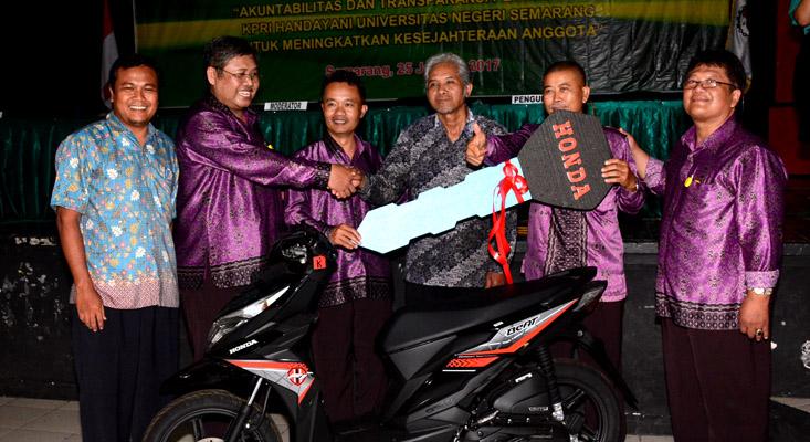 Raih Sepeda Motor dari KPRI Handayani, Radiya: Sangu Pensiun