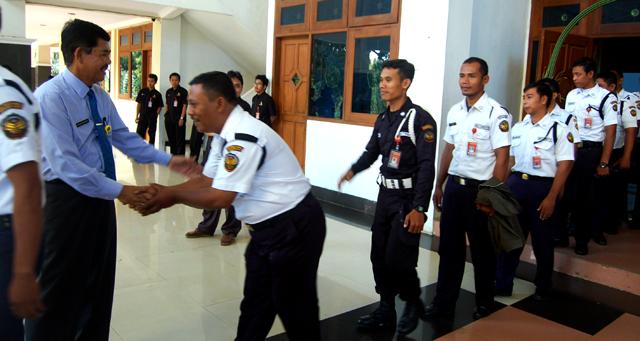 Rektor Silaturahmi dengan Karyawan