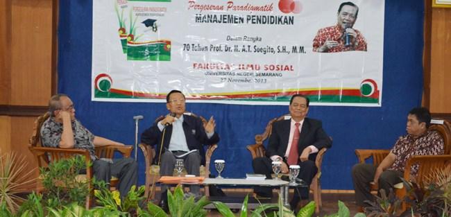 Satu Rektor dan Tiga Mantan Rektor Bahas Manajemen Pendidikan