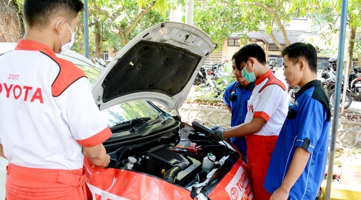 Fakultas Teknik Gelar Servis Jimat Mobil Kerjasama Nasmoco