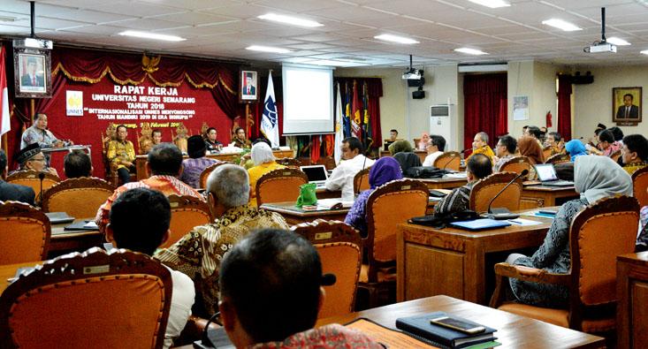 Rektor Tekankan Internasionalisasi, Kemandirian dan Era Disrupsi