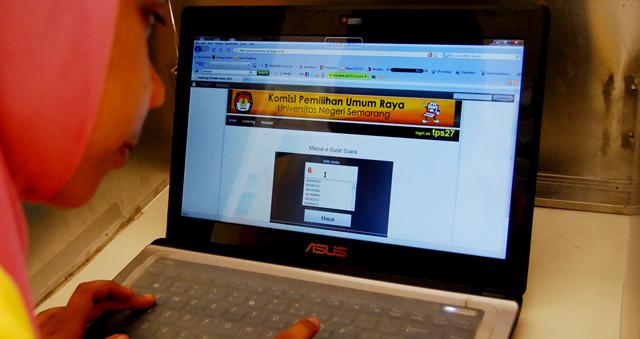 Ribuan Mahasiswa Gunakan Hak Pilih secara Online