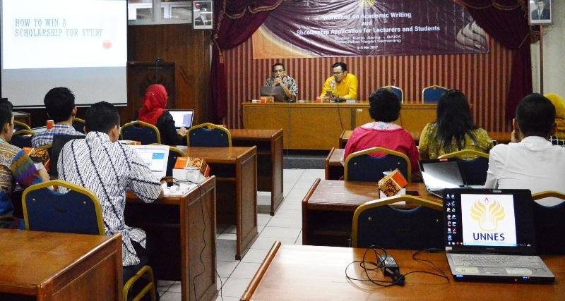 Puluhan Dosen dan Mahasiswa UNNES Ikuti Strategi Lolos Beasiswa LPDP