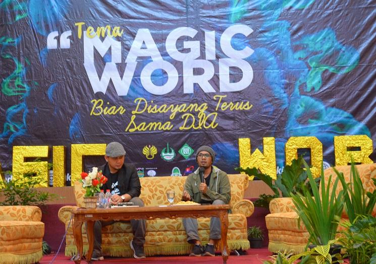 """Penuhi Undangan UKKI UNNES, Ustaz Hanan Attaki Beri Ceramah""""Magic Word""""di Auditorium UNNES"""