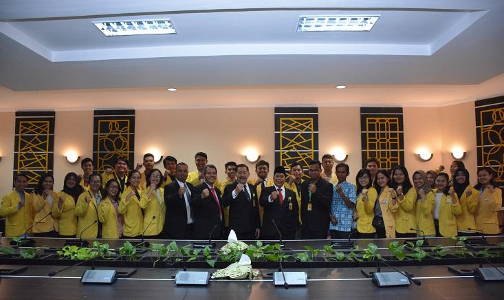 Lepas Delegasi VoC, Rektor: Kalian Miliki Imajinasi yang Luar Biasa