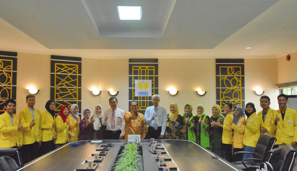 Dosen dan Mahasiswa FMIPA UNNES Pamit Rektor ke Malaysia