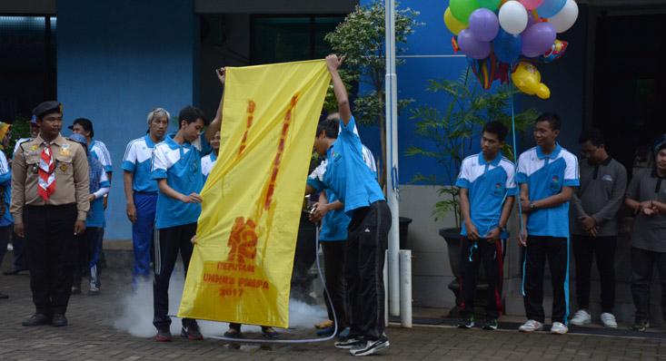 Bendera Dies Natalis ke 52 FMIPA UNNES dari Borak dan Ekstrak Kunyit