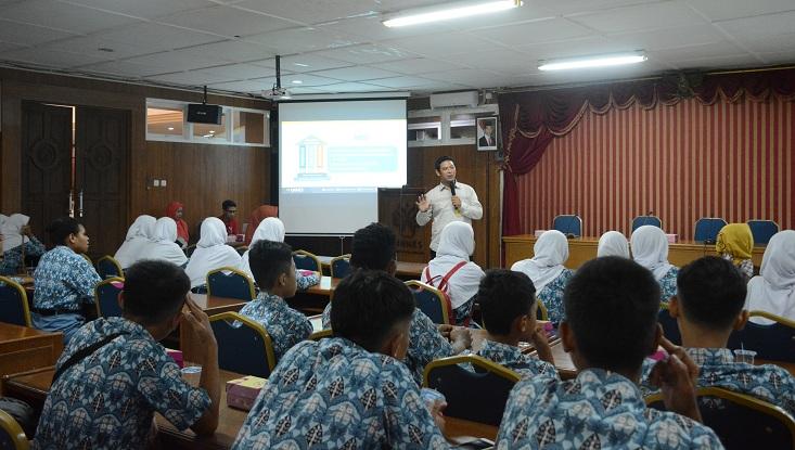 159 Guru dan Siswa SMA 1 Bojong Kunjungi Kampus UNNES