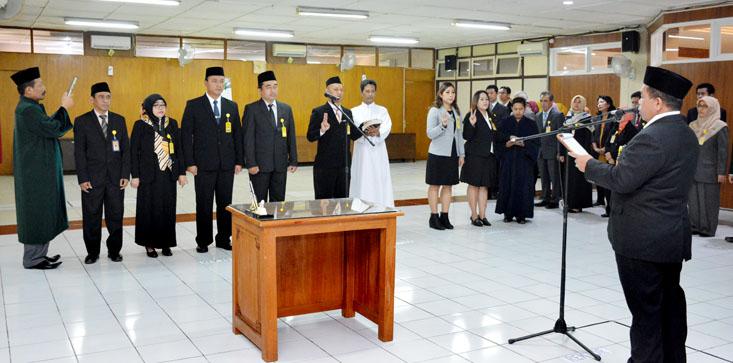 Rektor UNNES Lantik Kepala Biro, Kabag, dan Kasubbag