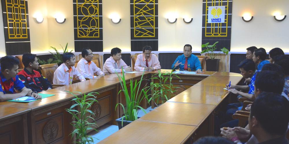 Tim Pandawa UNNES Ikuti Kontes Mobil Hemat Energi di ITS