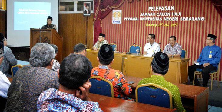 Rektor Lepas 23 Calon Haji UNNES