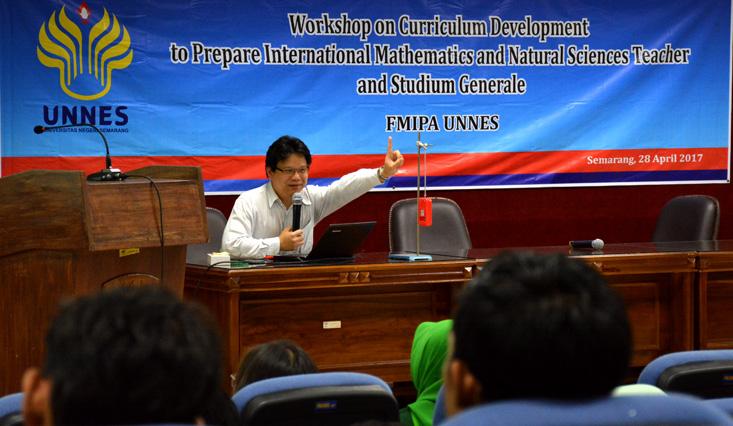 Dua Dosen Kasetsart University Thailand Beri Kuliah Umum di FMIPA