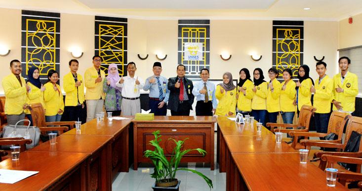 13 Mahasiswa UNNES PKL di UPSI Malaysia