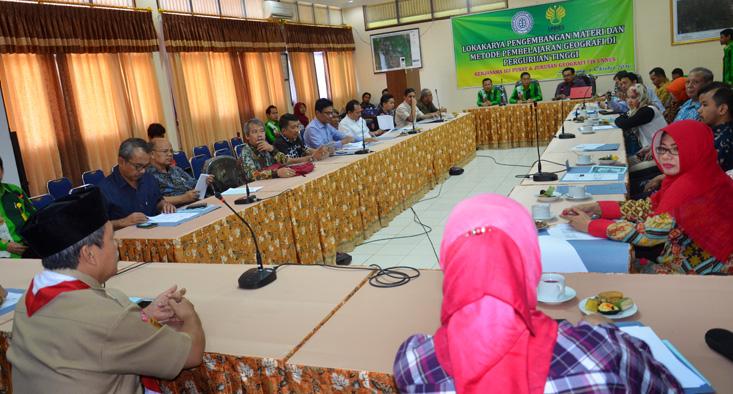 60 Orang Pakar Geograf Se-Indonesia Kumpul di UNNES Bahas Pembelajaran Geografi