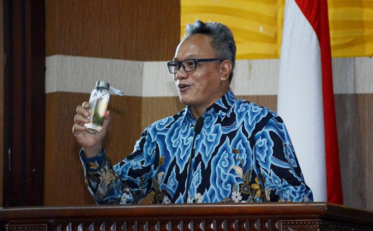 Prof Ismunandar Berikan Contoh Konservasi Kurangi Sampah Plastik