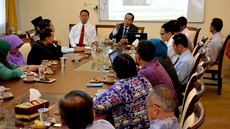 Silaturahmi ke FBS, Rektor Ingatkan untuk Menjaga Mutu dan Tradisi UNNES Berprestasi