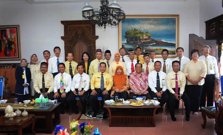 Prof AT Soegito: Bekerjalah dengan Kebersamaan