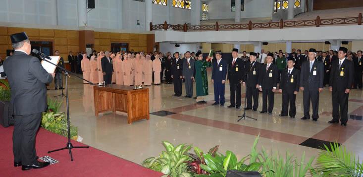 Lantik Wakil Rektor Baru, Rektor Tekankan Inovasi dan Harmonisasi UNNES