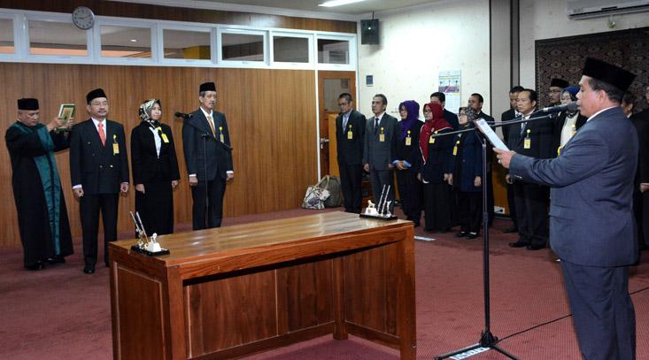 Rektor UNNES Lantik Wakil Dekan FE