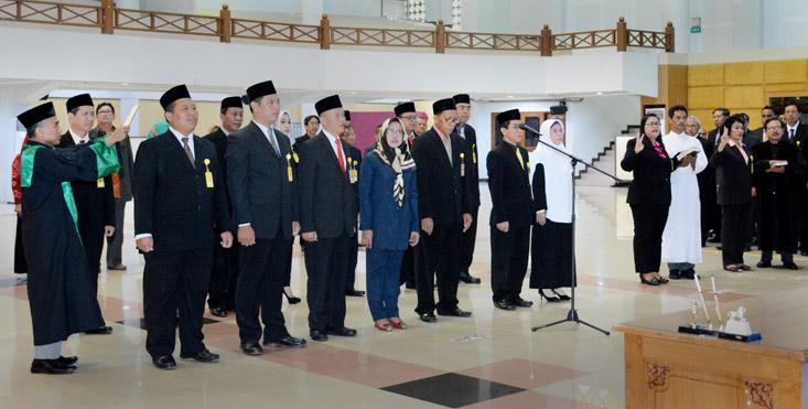 Rektor UNNES Lakukan Promosi dan Rotasi Jabatan