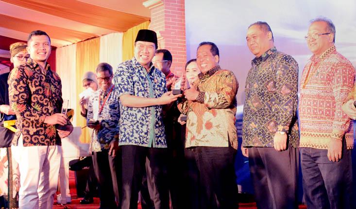 Medsos UNNES Terbaik Kedua PTN Blu Se-Indonesia