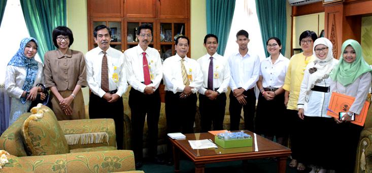 Selesai Kuliah di UNNES, Dua Mahasiswa Thailand Pamit Rektor