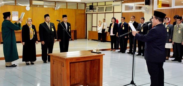 Lantik Pejabat Baru, Rektor: Jadi Pejabat Mesti Berinovasi