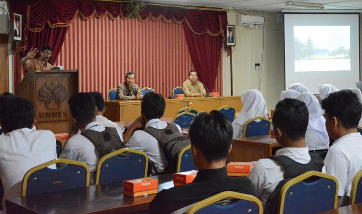 SMA Islam Sultan Fatah Demak Kunjungi UNNES