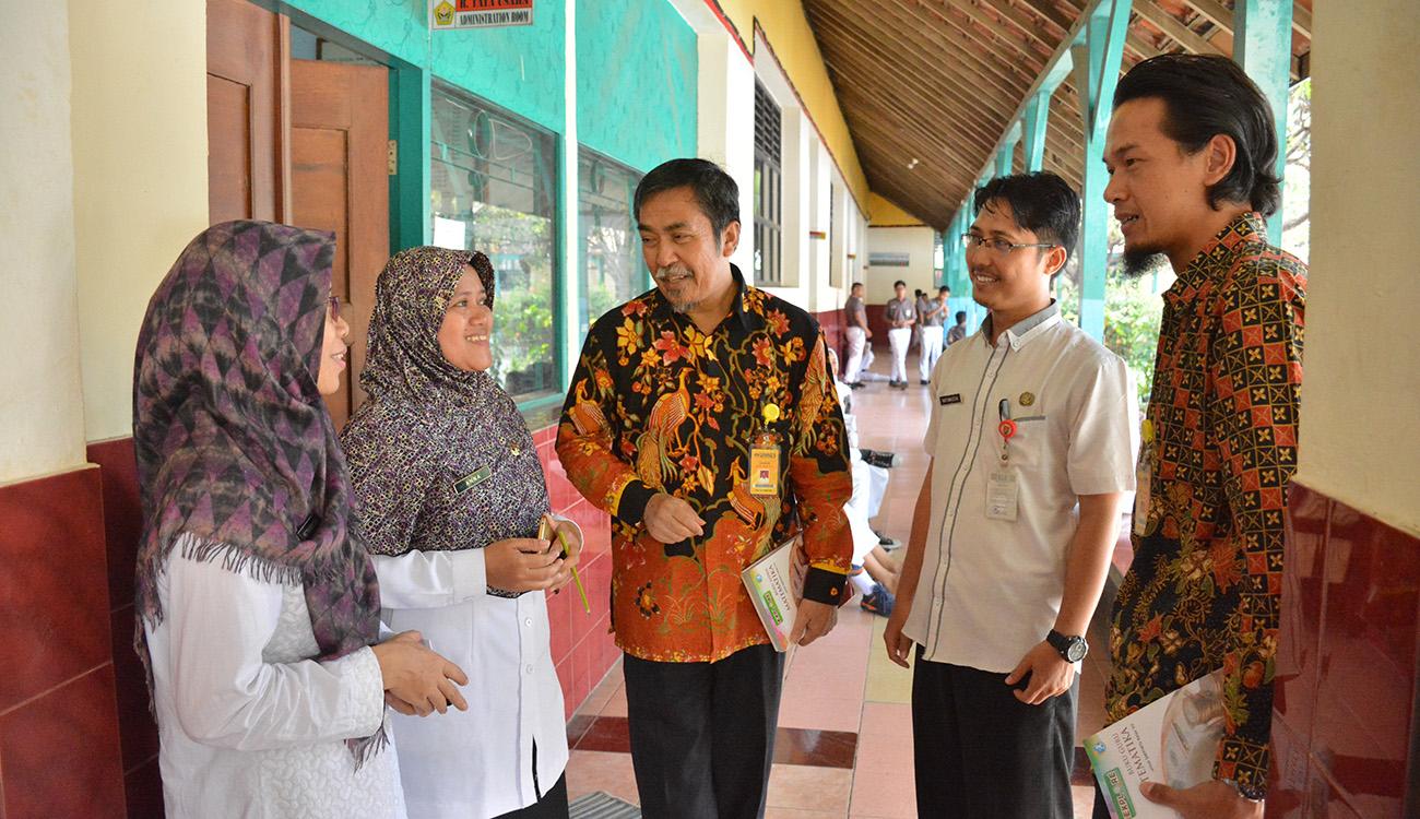 Tim Monev PDS Kunjungi SMP 10 Semarang