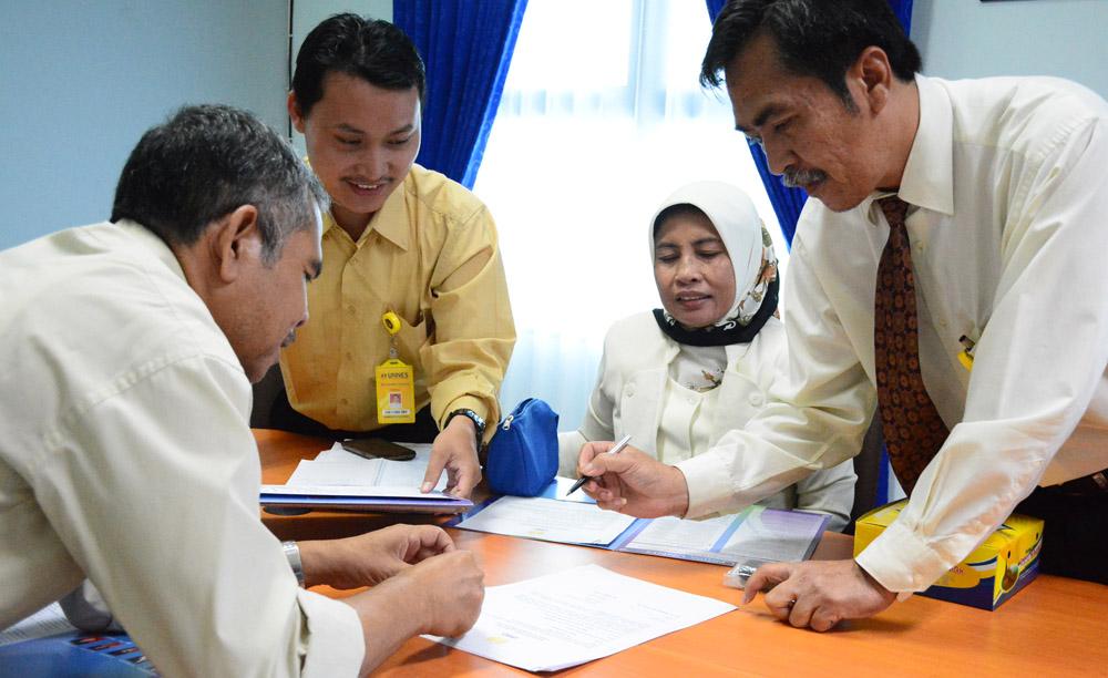 Jaga Kredibilitas Kerja, Pejabat FMIPA UNNES Tandatangani Pakta Integritas