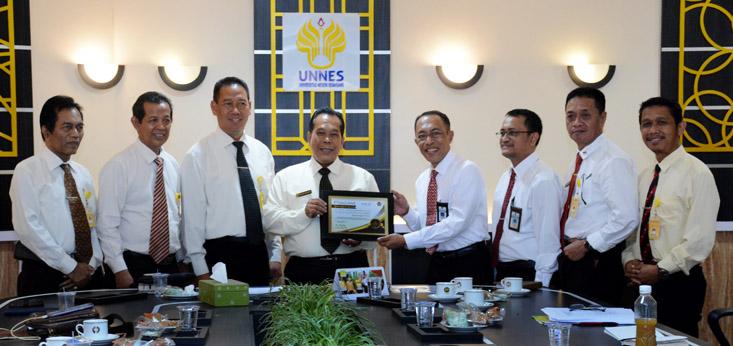 UNNES Peroleh Peringkat Pertama Satker Bidang Keuangan dari KPPN I Semarang